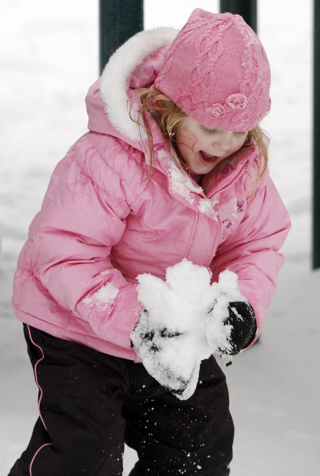 Photo - Summer Bennett, 4, collects snow to make a snowball at Hafer Park in Edmond, Okla., Saturday, January 30, 2010. Photo by Nate Billings, The Oklahoman