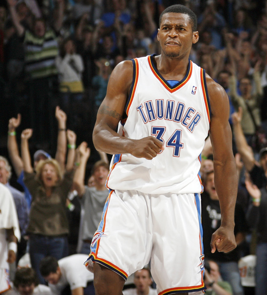 Photo - FIRST REGULAR SEASON WIN: Oklahoma City's Desmond Mason reacts after making a shot near the end of the third quarter during the NBA basketball game between the Oklahoma City Thunder and the Minnesota Timberwolves at the Ford Center in Oklahoma City, Sunday, Nov. 2, 2008. The Thunder won, 88-85. BY NATE BILLINGS, THE OKLAHOMAN  ORG XMIT: KOD