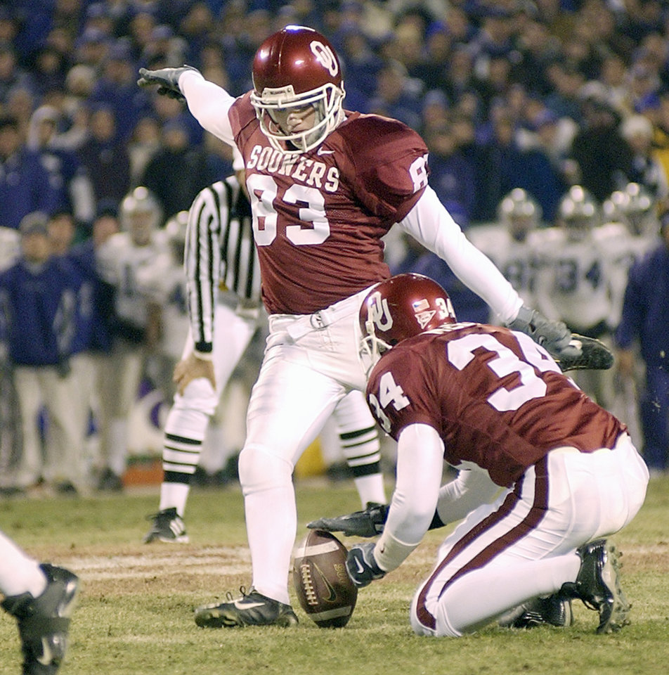 UNIVERSITY OF OKLAHOMA VS KANSAS STATE UNIVERSITY BIG 12 CHAMPIONSHIP COLLEGE FOOTBALL AT ARROWHEAD  STADIUM IN KANSAS CITY, MISSOURI, DECEMBER 6, 2003.   OU Sooner #83 Trey DiCarlo tries to kick a field goal against KSU.  Staff photo by Ty Russell