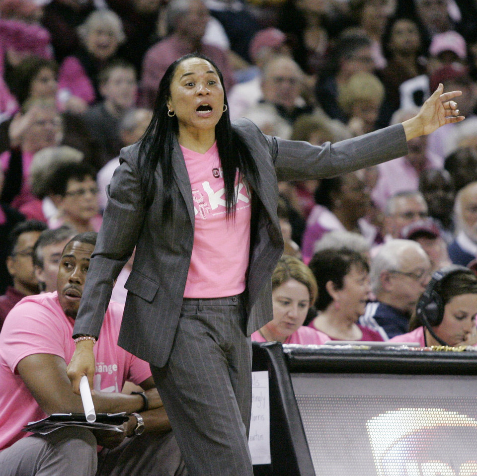 Photo - South Carolina's Dawn Staley talks to her players during the second half of their NCAA college basketball game against Florida, Sunday Feb. 23, 2014, in Columbia, SC. South Carolina defeated Florida 69-55. (AP Photo/Mary Ann Chastain)