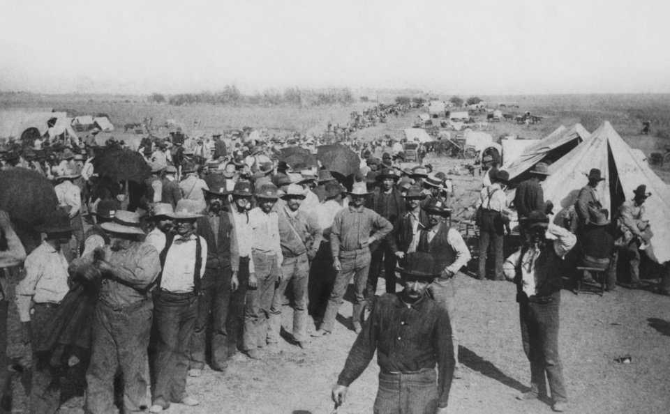 "EARLY DAYS / LAND RUN / CHEROKEE STRIP / CHEROKEE OUTLET:  Caption reads, ""Cherokee Strip opening.""  Original unknown.  Photographer unknown.  Published in The Daily Oklahoman on 9/12/1993 (SS).  Entered the library on 4/29/1930."