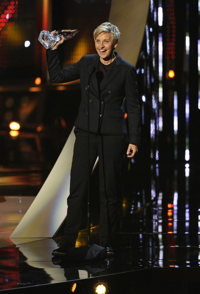 Photo - Ellen DeGeneres accepts the award for favorite daytime TV host at the 40th annual People's Choice Awards at the Nokia Theatre L.A. Live on Wednesday, Jan. 8, 2014, in Los Angeles. (Photo by Chris Pizzello/Invision/AP)