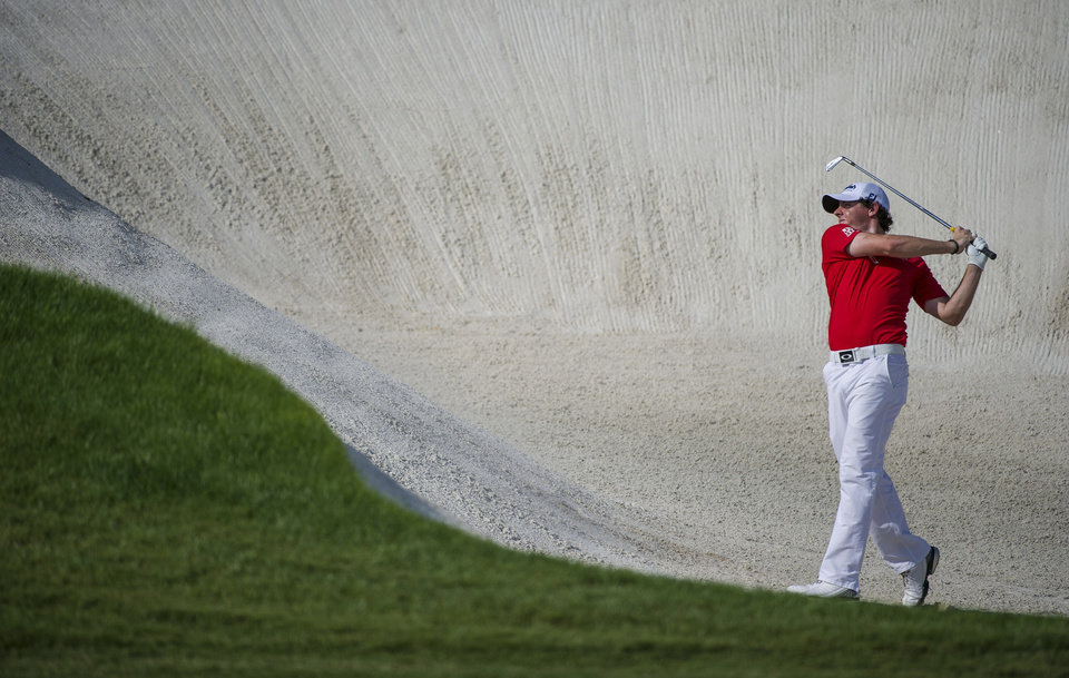 Photo -   Rory McIlroy of Northern Ireland plays a bunker shot on the 8th hole during the final round of the DP World Golf Championship in Dubai, United Arab Emirates, Sunday, Nov. 25, 2012. (AP Photo/Stephen Hindley)