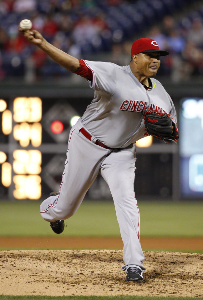 Photo - Cincinnati Reds' starting pitcher Alfredo Simon pitches during the fourth inning of a baseball game against the Philadelphia Phillies, Friday, May 16, 2014, in Philadelphia. (AP Photo/Chris Szagola)