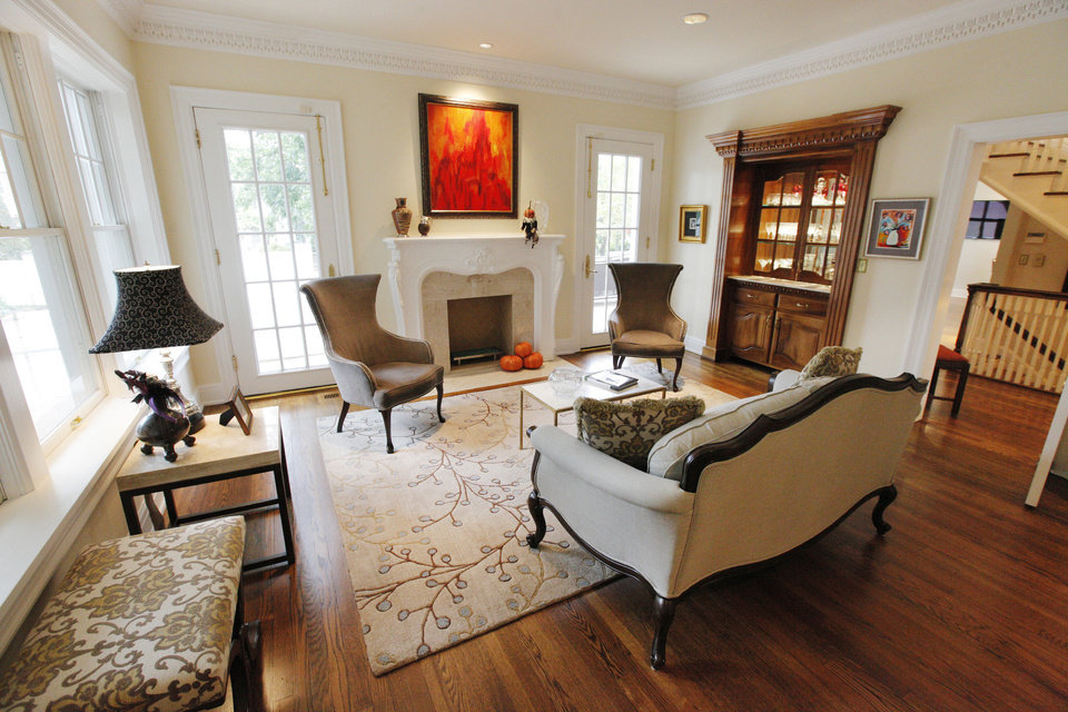 Photo - This sitting area extends from the living room ast Dr. Diana Hampton's home at 1715 N Hudson  PAUL B. SOUTHERLAND - The Oklahoman