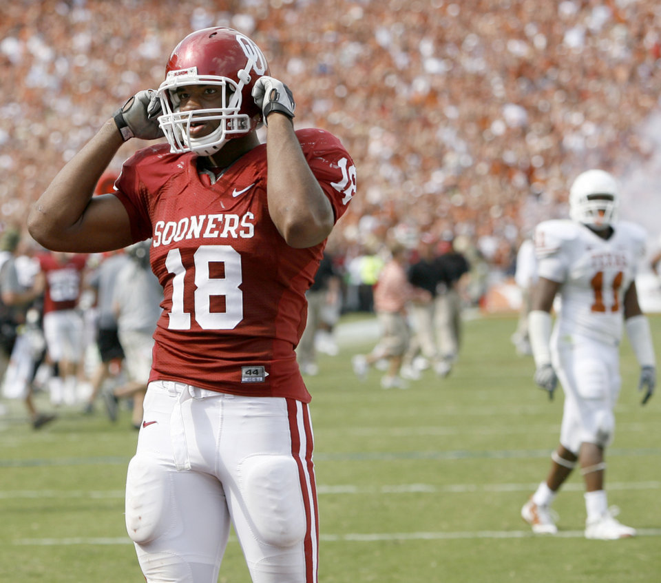Photo - UNIVERSITY OF OKLAHOMA / OU / COLLEGE FOOTBALL / TEXAS: OU's Jermaine Gresham walks off the field after OU's loss in the college football game between the University of Oklahoma Sooners (OU) and University of Texas Longhorns (UT) in the Red River Rivalry on Saturday, Oct. 11, 2008, at the Cotton Bowl, in Dallas, Tx.   BRYAN TERRY, THE OKLAHOMAN  ORG XMIT: KOD