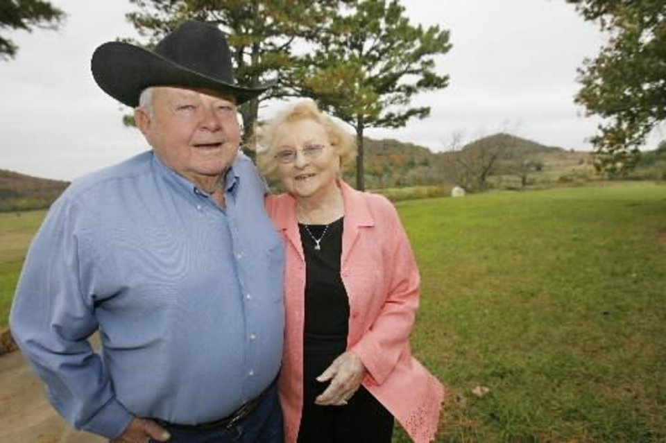 Photo -  Clark and Jackie McEntire are shown at their home near Stringtown in 2009. PHOTO BY DAVID McDANIEL, THE OKLAHOMAN ARCHIVES      -