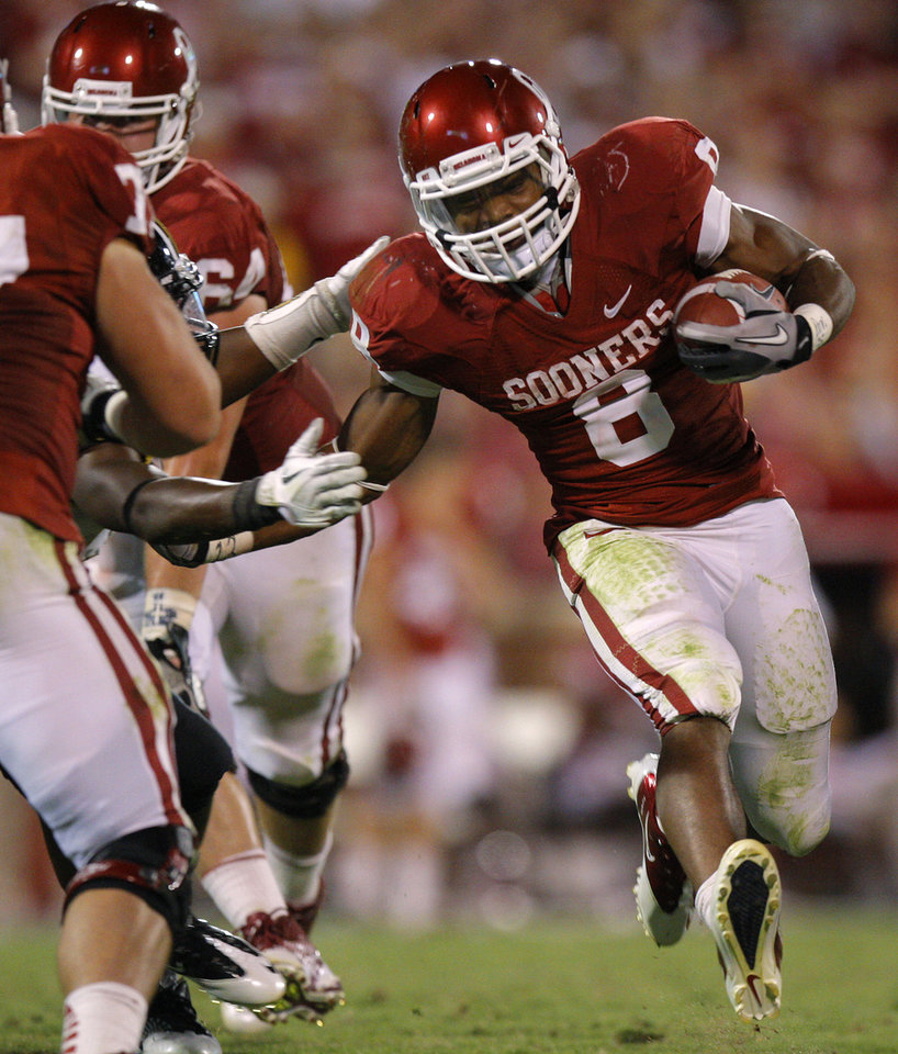 Photo - Oklahoma's Dominique Whaley (8) runs during the college football game between the University of Oklahoma Sooners (OU) and the University of Missouri Tigers (MU) at the Gaylord Family-Memorial Stadium on Saturday, Sept. 24, 2011, in Norman, Okla. Photo by Bryan Terry, The Oklahoman