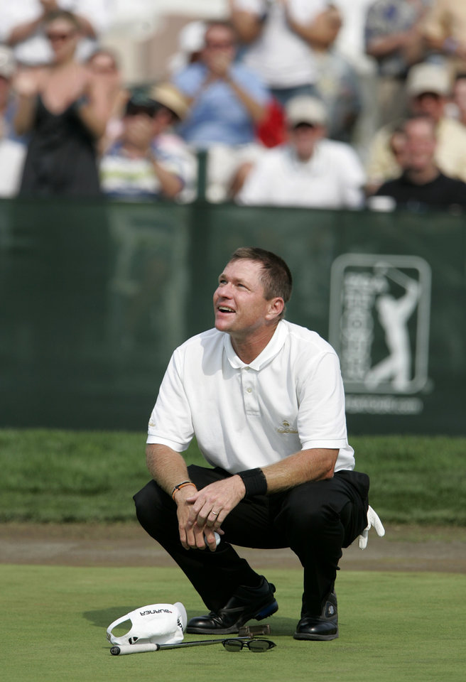 Photo - Scott Verplank kneels and looks skyward as fans cheer his victory in the Byron Nelson Championship golf tournament in Irving, Texas, Sunday, April 29, 2007. Verplank finished with a tournament total 267, 13-under-par. (AP Photo/Tony Gutierrez) ORG XMIT: TXTG105