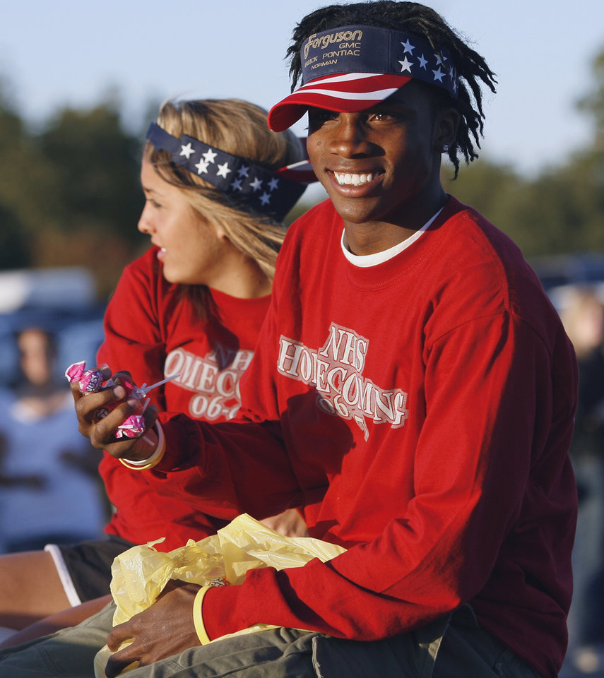 Photo - Norman hight school football player Ryan Broyles and student Mary Shaw ride in the Norman High School homecoming parade on Main Street in Norman, Oklahoma on Thursday, Sept. 28, 2006.   by Steve Sisney, The Oklahoman  ORG XMIT: KOD