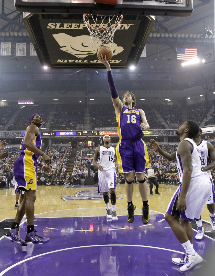 Photo -   Los Angeles Lakers forward Pau Gasol, of Spain, goes to the basket between Sacramento Kings' DeMarcus Cousins, center, and Aaron Brooks, right, and as Lakers' Dwight Howard, left, watches during the first quarter of an NBA basketball game in Sacramento, Calif., Wednesday, Nov. 21, 2012.(AP Photo/Rich Pedroncelli)