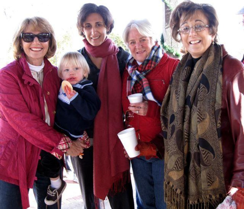 THANKSGIVING MORNING....Helen Sullivan, Graham Murphy, Christi  Morrow, Chelin Satherlie and Pam Shdeed (Photo by Helen Ford Wallace)