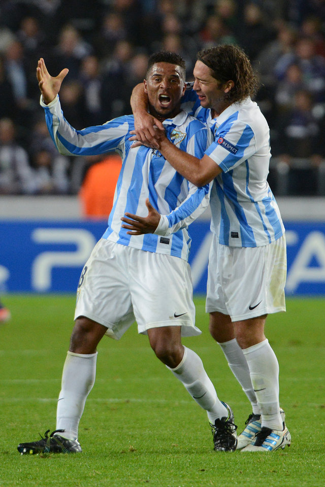 Photo -   Spain's Malaga player Eliseu, left, celebrates with teammate Manuel Iturra after scoring against RSC Anderlecht during the Group C Champions League soccer match, in Brussels, Wednesday, Oct. 3, 2012. (AP Photo/Geert Vanden Wijngaert)