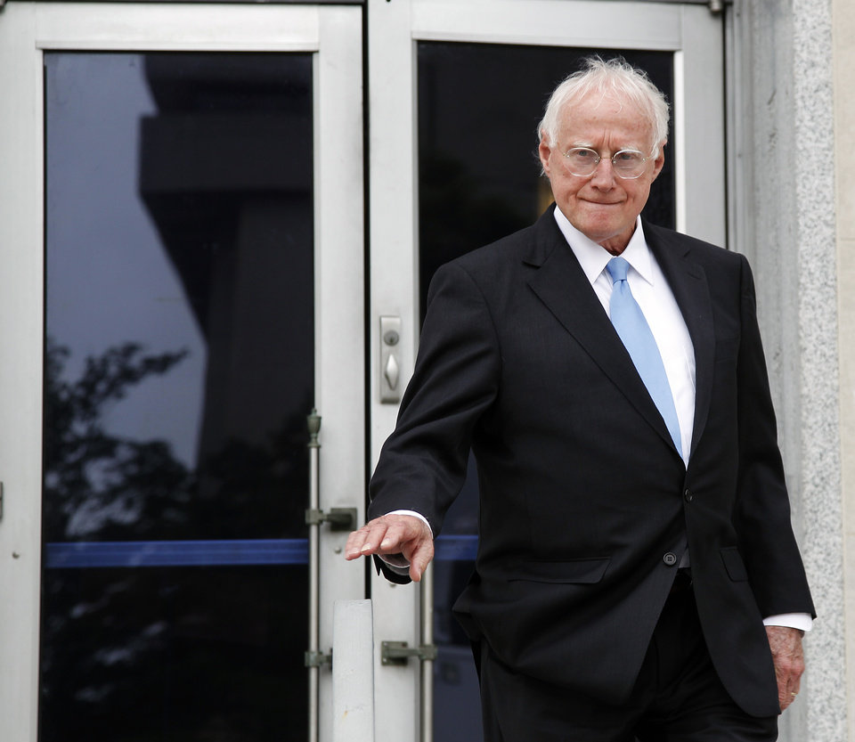 Photo -   Ex-Edwards defense lawyer Wade Smith makes his way out of a federal courthouse in Greensboro, N.C., where John Edwards is on trial for campaign corruption, Monday, May 14, 2012. (AP Photo/Bob Leverone)