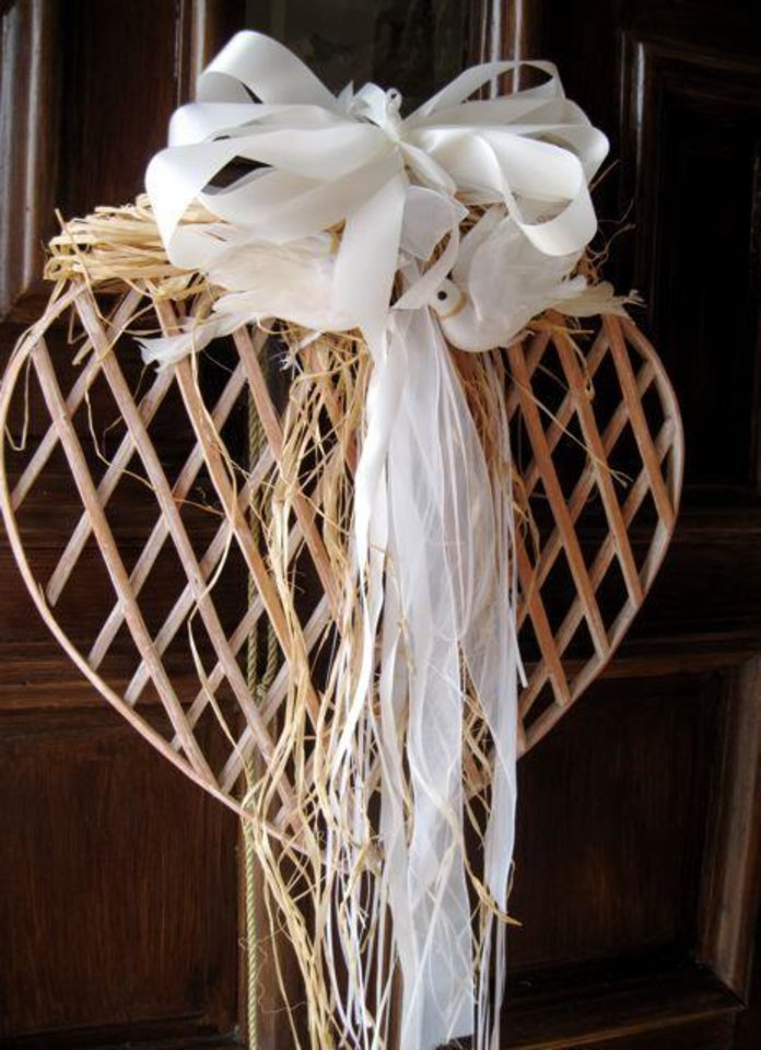 MEET JOANNA....A heart wreath hung on the front door of Susie and Jay Nelson's home. They entertained at a party for their son, Ryan Nelson and his bride-to be Joann Souders. (Photo by Helen Ford Wallace).