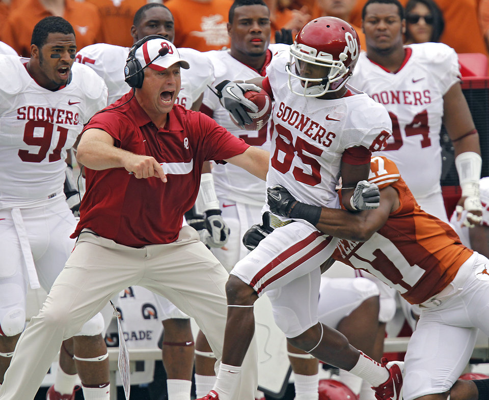 Photo - Oklahoma's Ryan Broyles (85) makes a reception in front of Texas' Adrian Phillips (17) during the Red River Rivalry college football game between the University of Oklahoma Sooners (OU) and the University of Texas Longhorns (UT) at the Cotton Bowl in Dallas, Saturday, Oct. 8, 2011. Photo by Chris Landsberger, The Oklahoman
