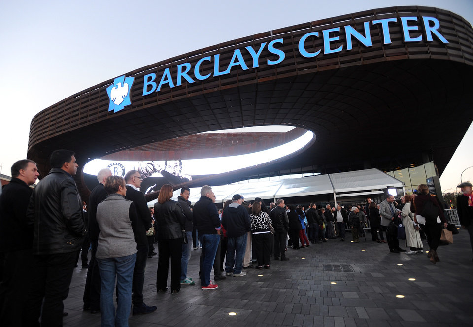 Photo -   Barbra Streisand fans waiting to enter the Barclays Center to see the singer in concert as she kicks off her Brooklyn shows on Thursday Oct. 11, 2012 in New York. (Photo by Evan Agostini/Invision/AP)