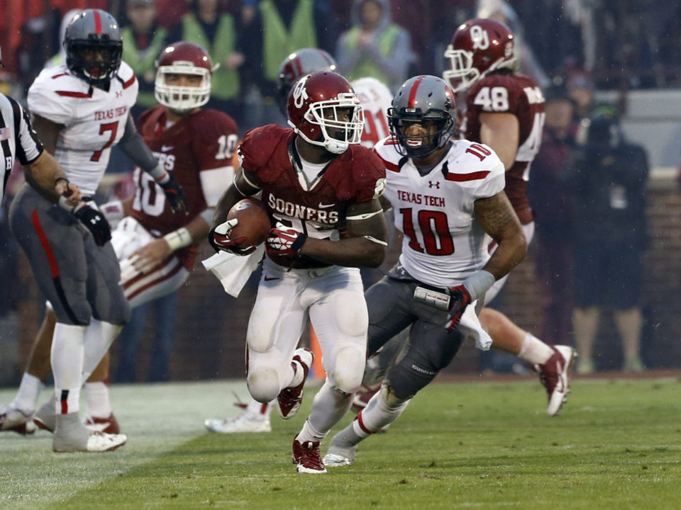 Oklahoma's Damien Williams (26) takes a pass from Blake Bell for a long gain during a college football game where  the University of Oklahoma Sooners (OU) defeated the Texas Tech Red Raiders 38-30 at Gaylord Family-Oklahoma Memorial Stadium in Norman, Okla., on Saturday, Oct. 26, 2013. Photo by Steve Sisney, The Oklahoman