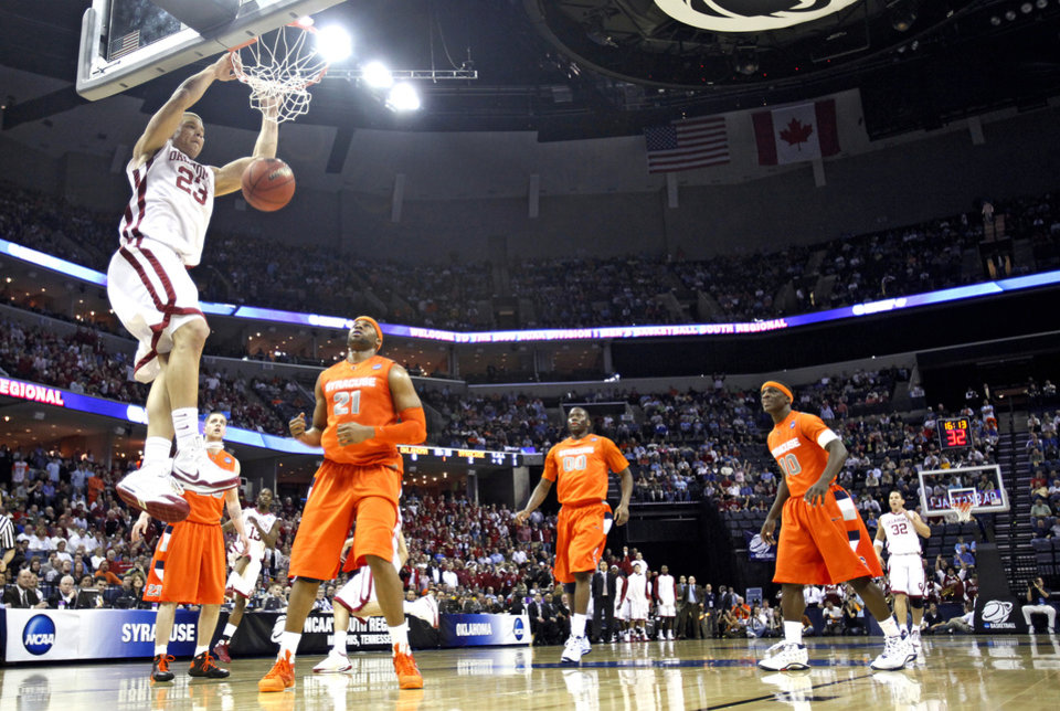 Oklahoma's Blake Griffin (23) dunks the ball against the Syracuse defense during the first half of the NCAA Men's Basketball Regional at the FedEx Forum on Friday, March 27, 2009, in Memphis, Tenn.