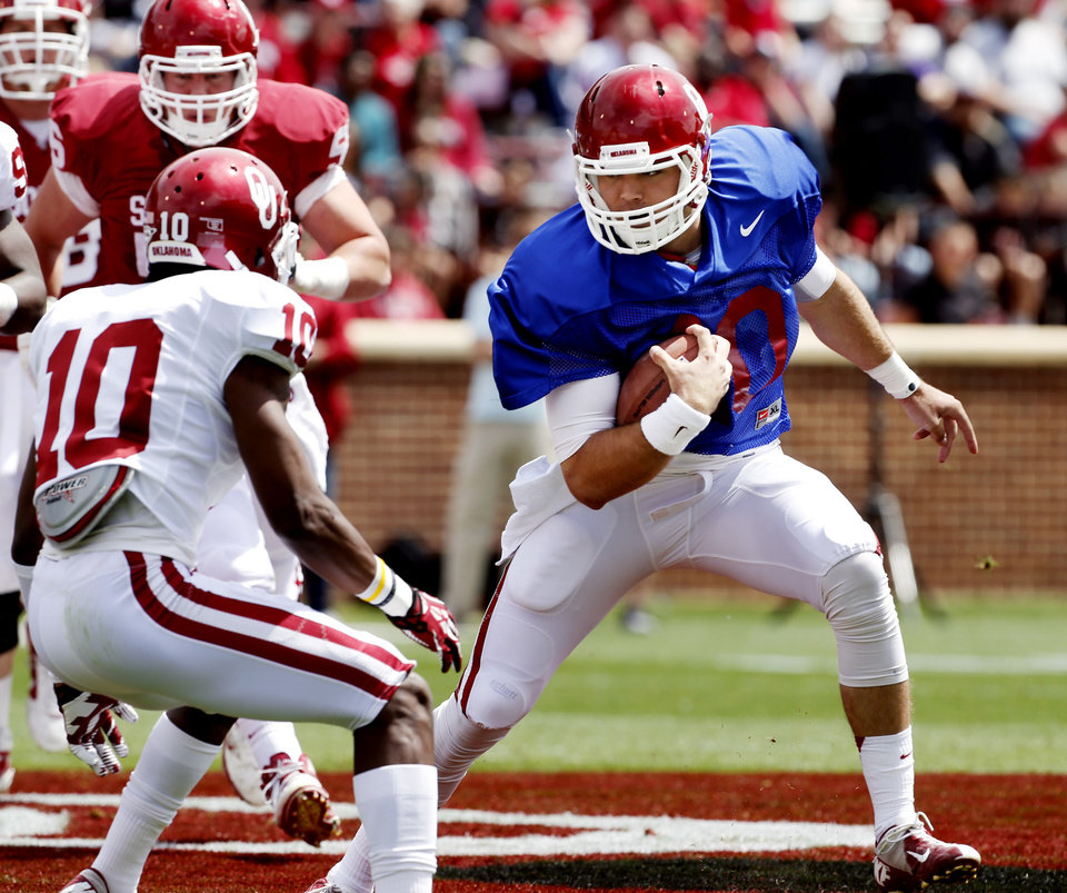 OU / UNIVERSITY OF OKLAHOMA / COLLEGE FOOTBALL: Quarterback Blake Bell runs during the annual Spring Football Game at Gaylord Family-Oklahoma Memorial Stadium in Norman, Okla., on Saturday, April 13, 2013. Photo by Steve Sisney, The Oklahoman