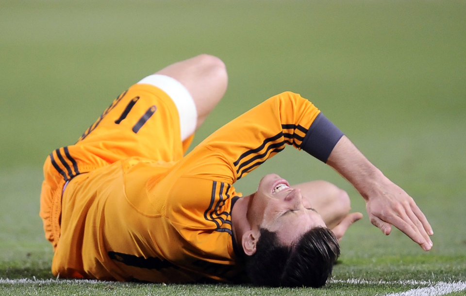 Photo - Real Madrid's Gareth Bale of Wales, laments on the pitch Real during their Spanish League soccer match against Real Sociedad, at Anoeta stadium, in San Sebastian, Spain, Saturday, April 5, 2014. (AP Photo/Alvaro Barrientos)