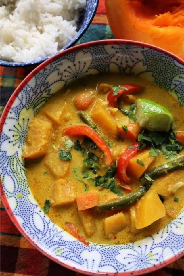 Photo -  Thai pumpkin curry is made with cubed 'Touch of Autumn' pumpkin, coconut milk and red curry paste. Green beans and bell pepper add crunch. [Gretchen McKay/Pittsburgh Post-Gazette/TNS]