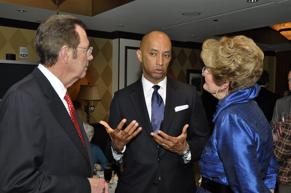 Photo -  News correspondent Bryon Pitts, center, chats with Dr. Richard V. Smith and his wife, Jan Smith. PHOTO BY M. TIM BLAKE, FOR THE OKLAHOMAN
