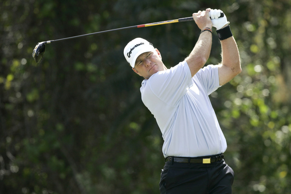 Photo - Scott Verplank hits a shot from the fourth tee during the final round of the Children's Miracle Network Classic PGA golf tournament at Walt Disney World in Lake Buena Vista, Fla., Sunday, Nov. 9, 2008. Verplank finished tied for third place. (AP Photo/John Raoux) ORG XMIT: FLJR114