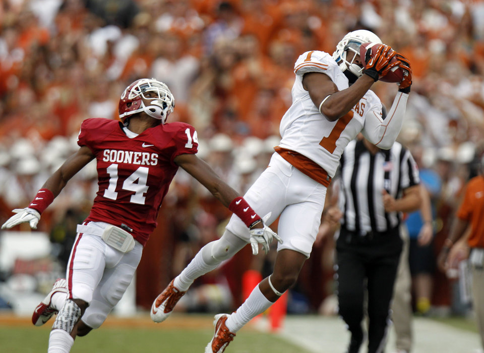 Photo -   Texas wide receiver Mike Davis (1) catches a pass in front of Oklahoma defensive back Aaron Colvin (14) during the first half of an NCAA college football game at the Cotton Bowl Saturday, Oct. 13, 2012, in Dallas. (AP Photo/LM Otero)