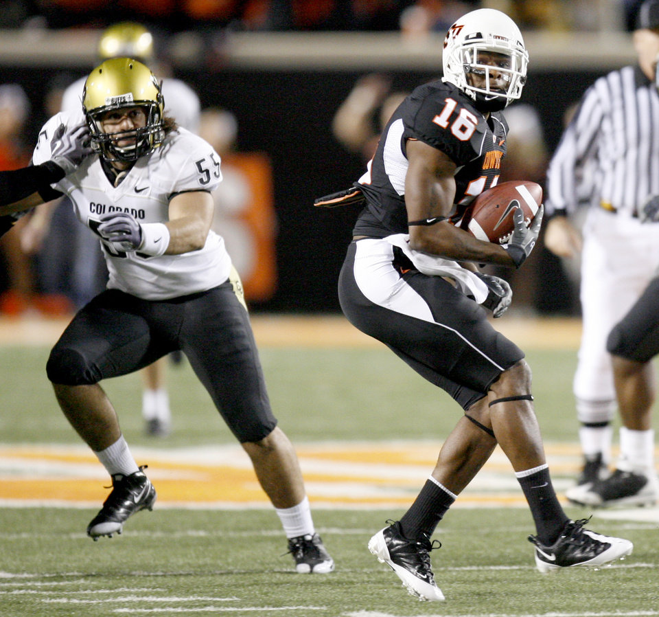 Photo - OSU's Perrish Cox returns a punt for a touchdown during the college football game between Oklahoma State University (OSU) and the University of Colorado (CU) at Boone Pickens Stadium in Stillwater, Okla., Thursday, Nov. 19, 2009. Photo by Bryan Terry, The Oklahoman ORG XMIT: KOD