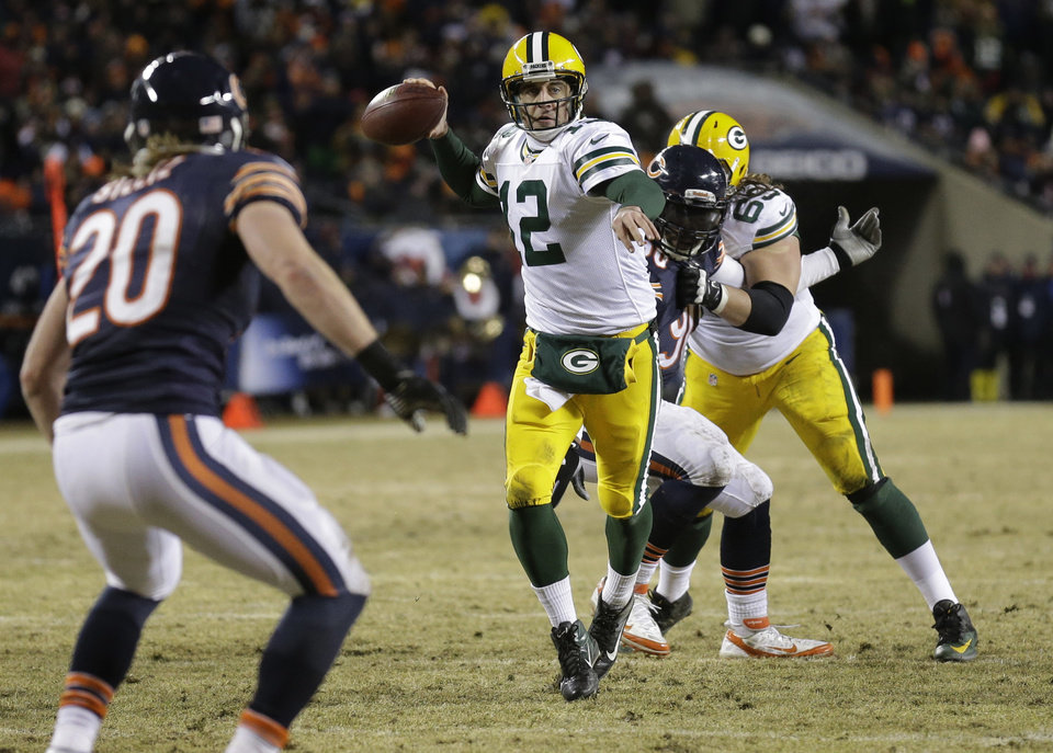 Photo - Green Bay Packers quarterback Aaron Rodgers (12) throws a touchdown pass to Green Bay Packers wide receiver Randall Cobb during the second half of an NFL football game against the Chicago Bears, Sunday, Dec. 29, 2013, in Chicago. (AP Photo/Nam Y. Huh)