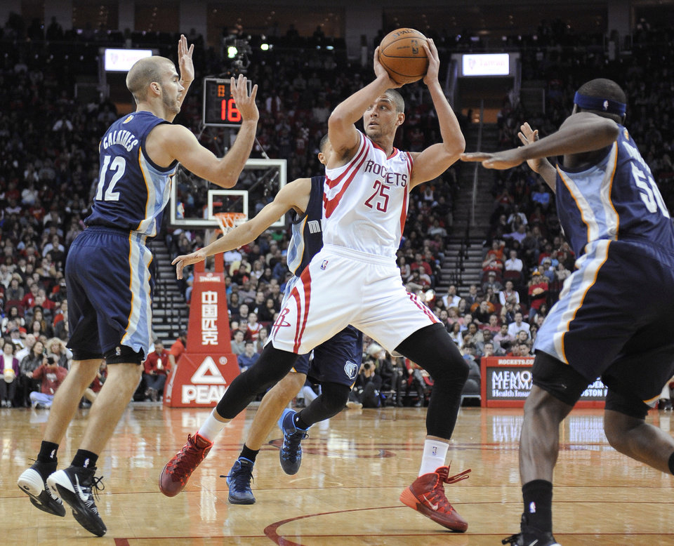 Photo - Houston Rockets' Chandler Parsons (25) is surrounded by Memphis Grizzlies Nick Calathes (12), Tayshaun Prince, rear, and Zach Randolph (50) during the second half of an NBA basketball game Friday, Jan. 24, 2014, in Houston. The Grizzlies won 88-87. (AP Photo/Pat Sullivan)