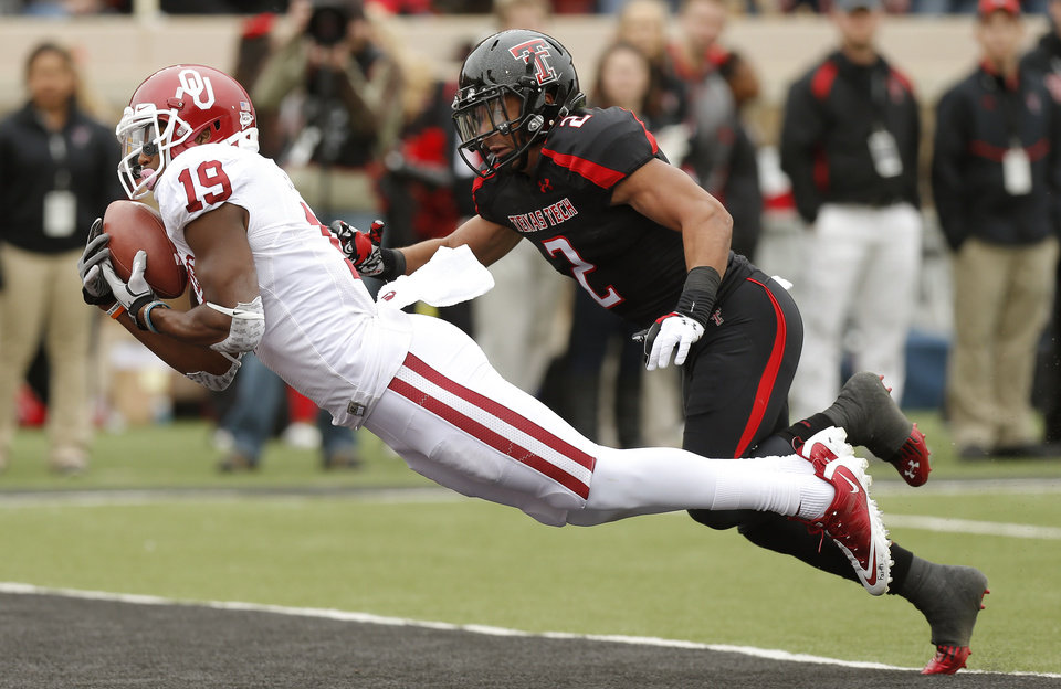 Oklahoma\'s Justin Brown (19) grabs a pass in front of Texas Tech\'s Cornelius Douglas (2) but was not able to hold on for the touchdown during a college football game between the University of Oklahoma (OU) and Texas Tech University at Jones AT&T Stadium in Lubbock, Texas, Saturday, Oct. 6, 2012. Photo by Bryan Terry, The Oklahoman