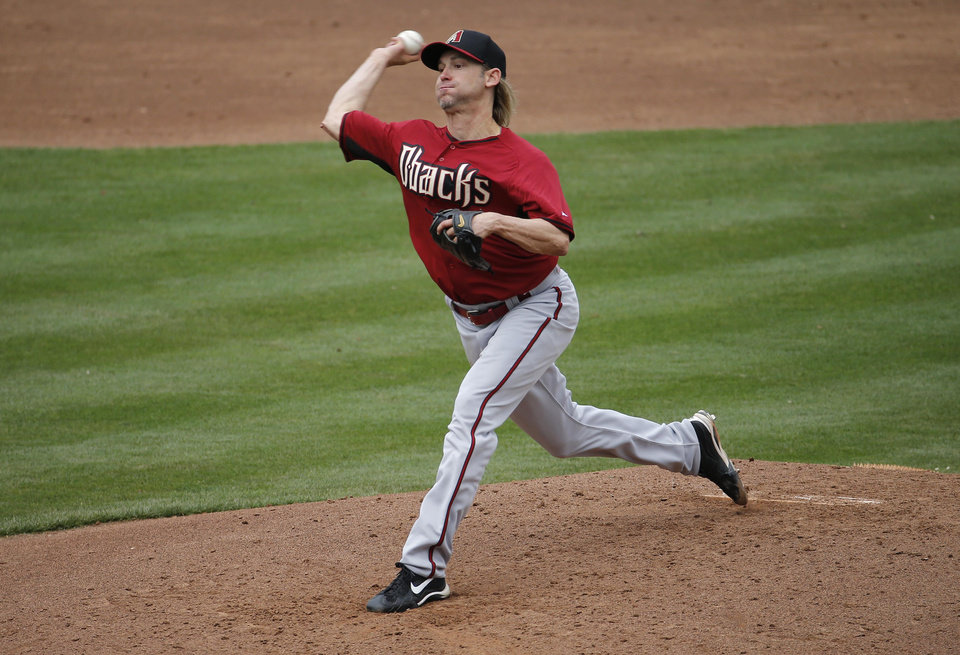 Photo - Arizona Diamondbacks pitcher Bronson Arroyo throws against the Chicago Cubs during the second inning of a spring training baseball game, Thursday, Feb. 27, 2014, in Mesa, Ariz. (AP Photo/Matt York)