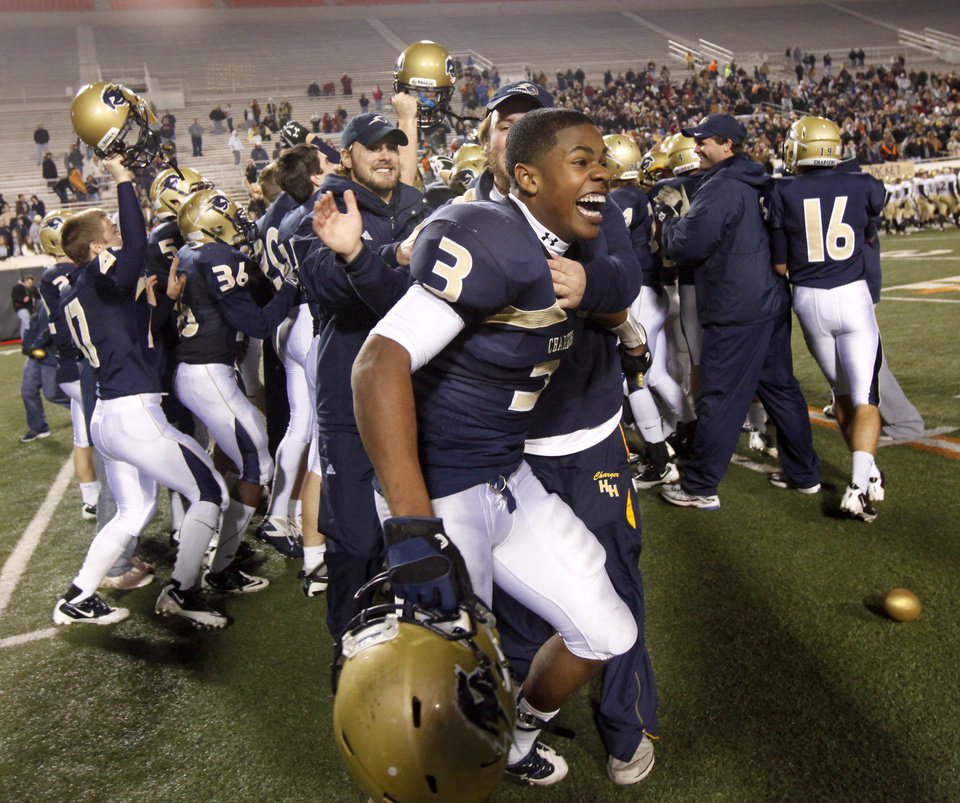 Photo - Heritage Hall's Sterling Shepard  celebrates after Heritage Hall's 28-21 win over Kingfisher in the Class 3A high school football state championship game at Boone Pickens Stadium in Stillwater, Okla., Friday, December 10, 2010. By Bryan Terry, The Oklahoman