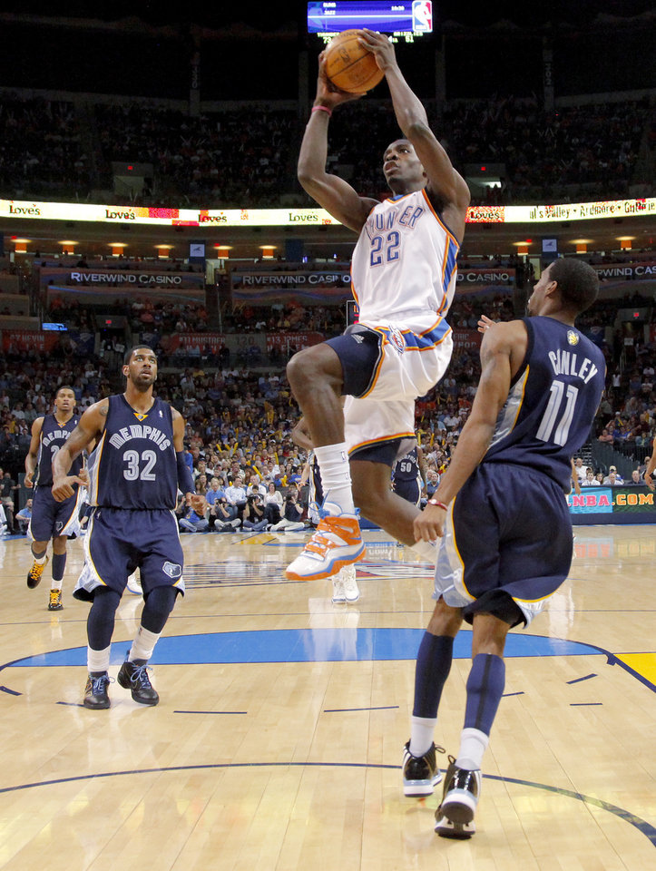 Photo - Oklahoma City's Jeff Green goes to the basket between O.J. Mayo, left, and Mike Conley of Memphis during the NBA basketball game between the Oklahoma City Thunder and the Memphis Grizzlies at the Ford Center in Oklahoma City on Wednesday, April 14, 2010. 