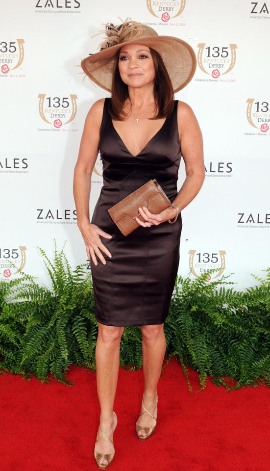 Photo - Valerie Bertinelli arrives at the 135th Kentucky Derby at Churchill Downs Saturday, May 2, 2009, in Louisville, Ky. (AP Photo/Brian Bohannon)