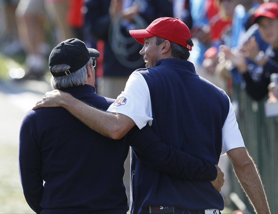 Photo -   Fred Couples, left, walks with USA's Matt Kuchar on the seventh hole during a four-ball match at the Ryder Cup PGA golf tournament Friday, Sept. 28, 2012, at the Medinah Country Club in Medinah, Ill. (AP Photo/Charles Rex Arbogast)