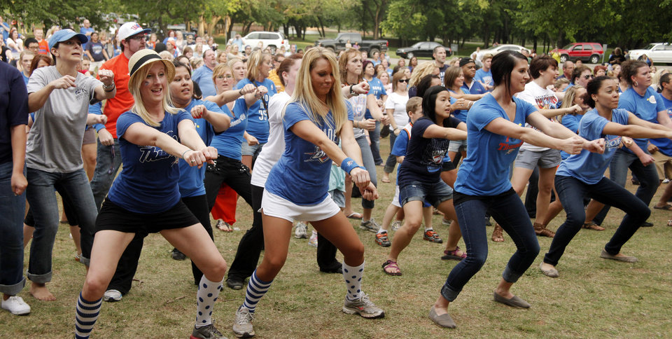 Photo - The crowd practices the dance steps during a Thunder mob dance to send to Ellen DeGeneres at Hafer Park in Edmond Wednesday, May 18, 2011. Photo by Doug Hoke, The Oklahoman.