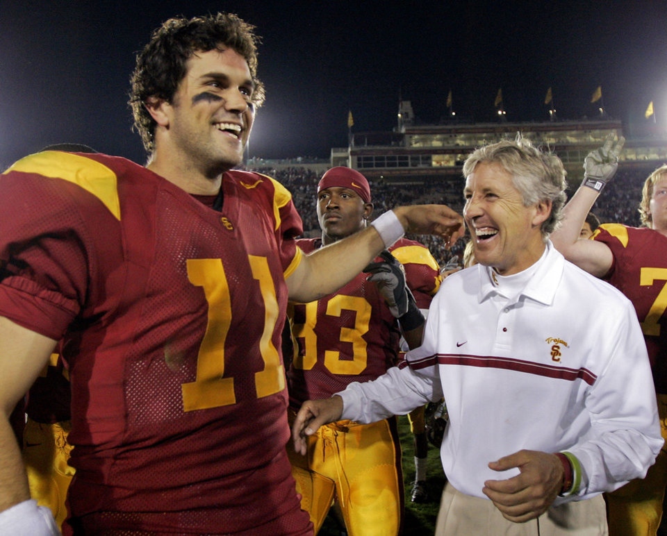 Photo - COLLEGE FOOTBALL: University of Southern California's quarterback Matt Leinart and coach Pete Carroll celebrate their victory over Fresno State University, 50-42, Saturday, Nov. 19, 2005, at the Los Angeles Coliseum. (AP Photo/Kevork Djansezian)