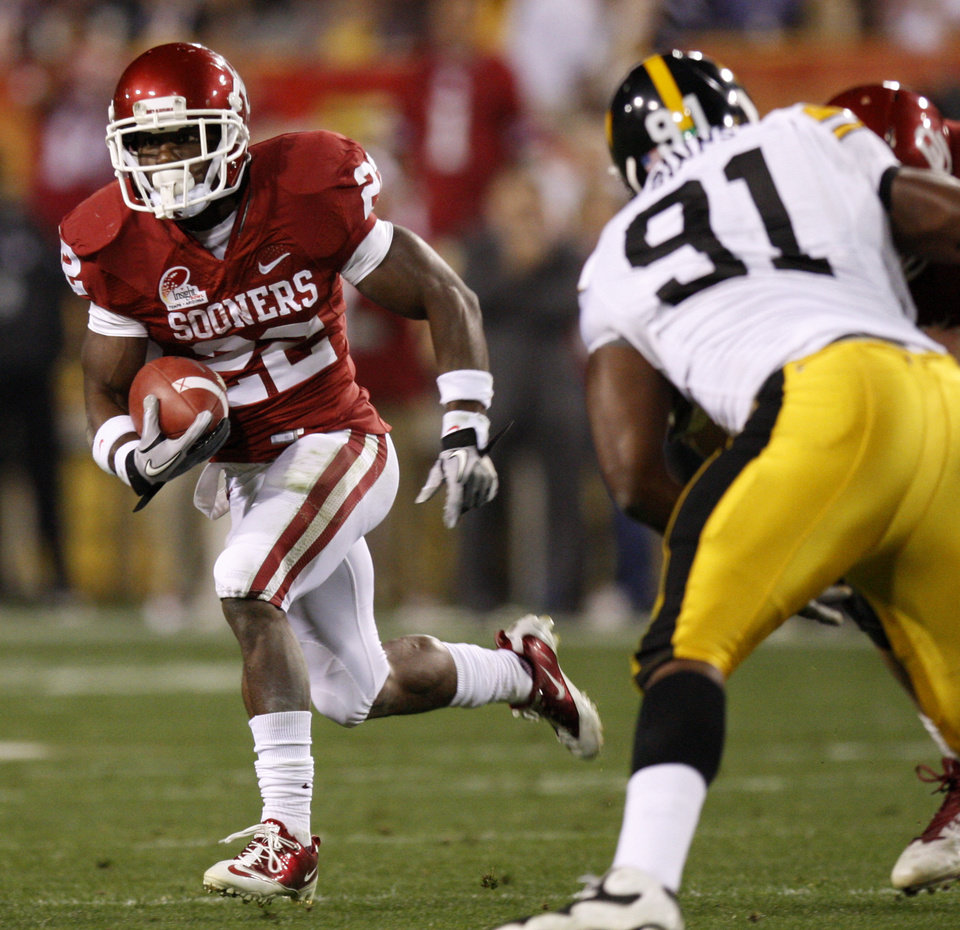 Photo - Oklahoma's Roy Finch (22) tries to get past Iowa's Broderick Binns (91) during the Insight Bowl college football game between the University of Oklahoma (OU) Sooners and the Iowa Hawkeyes at Sun Devil Stadium in Tempe, Ariz., Friday, Dec. 30, 2011. Photo by Bryan Terry, The Oklahoman