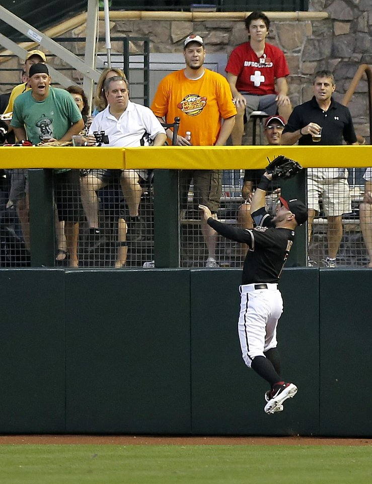Photo - Arizona Diamondbacks' Cody Ross catches a fly-out by San Diego Padres Everth Cabrera during the first inning of a baseball game on Saturday, May 25, 2013, in Phoenix. (AP Photo/Matt York)