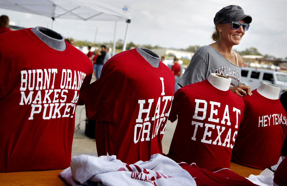 Photo - FANS / UNIVERSITY OF OKLAHOMA COLLEGE FOOTBALL: Jamie Lee of Yukon looks at shirts for sale during Bevo Bash in Marietta, Okla., Friday, October 12, 2012, the day before the OU-Texas football game. Photo by Bryan Terry, The Oklahoman