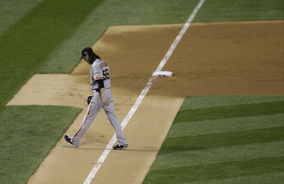 Photo -   San Francisco Giants starting pitcher Tim Lincecum walks off the field after the first inning of Game 4 of baseball's National League championship series against the St. Louis Cardinals Thursday, Oct. 18, 2012, in St. Louis. (AP Photo/Patrick Semansky)