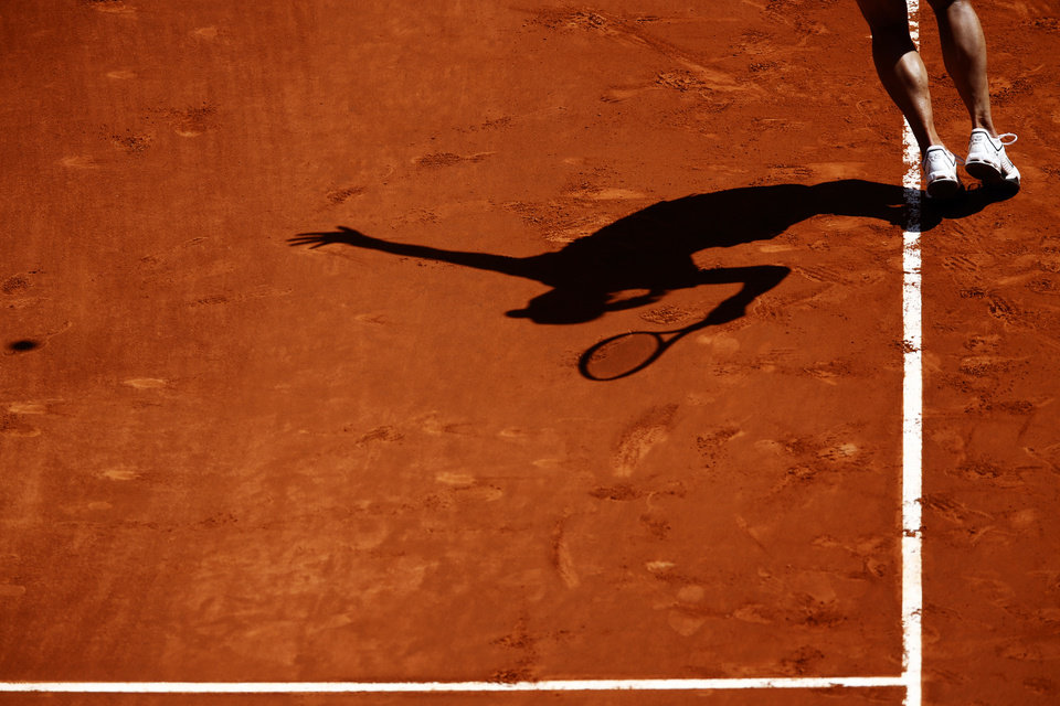 Photo - Na Li from China serves the ball during a Madrid Open tennis tournament match against Sloane Stephens from U.S. in Madrid, Spain, Thursday, May 8, 2014 . (AP Photo/Daniel Ochoa de Olza)