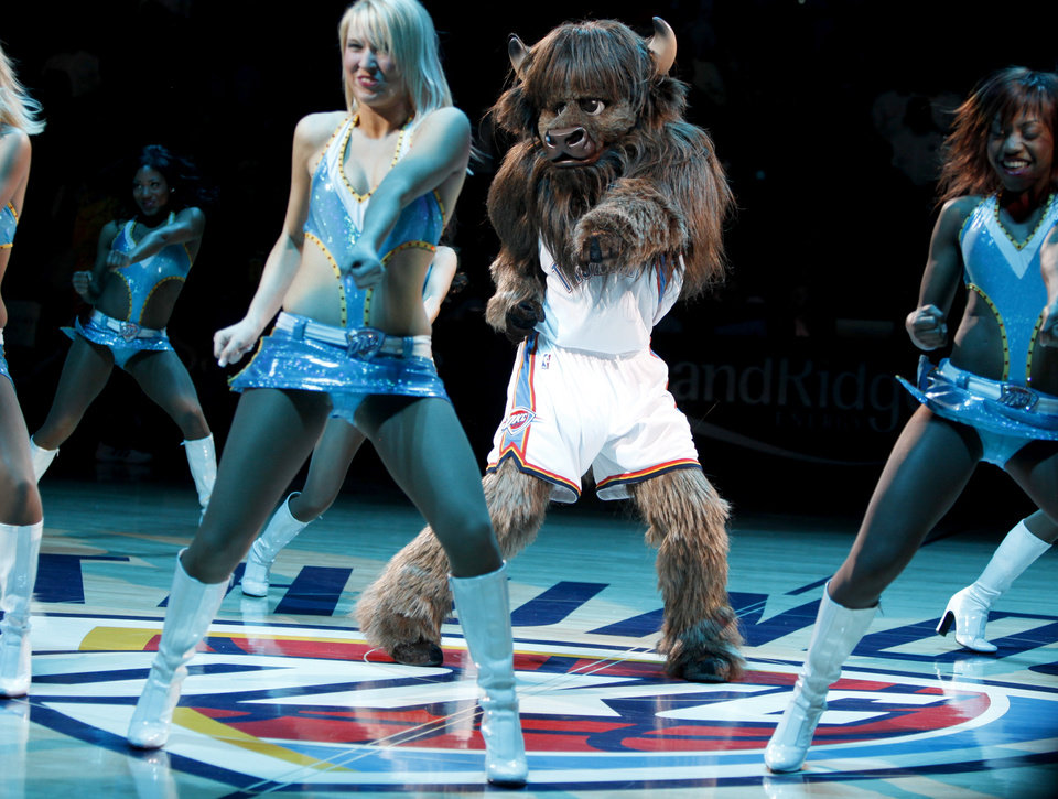 Photo - MASCOT / DANCE / DANCING / INTRODUCE / INTRODUCTION / INTRODUCED: Rumble the Bison dances during the NBA basketball game between the New Orleans Hornets and the Oklahoma City Thunder at the Ford Center,Tuesday, Feb. 17, 2009. PHOTO BY BRYAN TERRY, THE OKLAHOMAN ORG XMIT: KOD