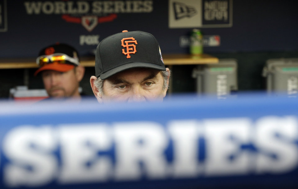 Photo -   San Francisco Giants manager Bruce Bochy watches batting practice from dugout before Game 3 of baseball's World Series against the Detroit Tigers Saturday, Oct. 27, 2012, in Detroit. (AP Photo/Patrick Semansky)