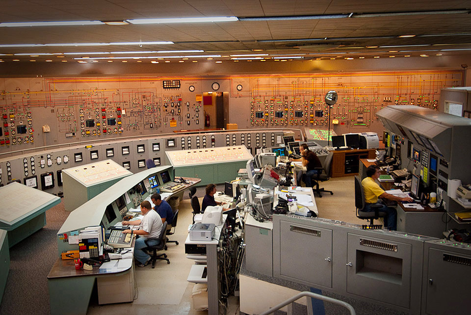 Photo - This 2009 photo provided by the United States Enrichment Corporation shows workers at a control room in the Paducah Gaseous Diffusion Plant in Paducah, Ky. In May 2013, plant operators announced they were shutting it down. They laid off 160 workers at the end of last week and expect to let another 100 go in October. Altogether, it looks like more than 1,000 workers will be left without jobs, losing generous salaries that will be nearly impossible to match elsewhere in the region. (AP Photo/USEC, Ira Wexler)