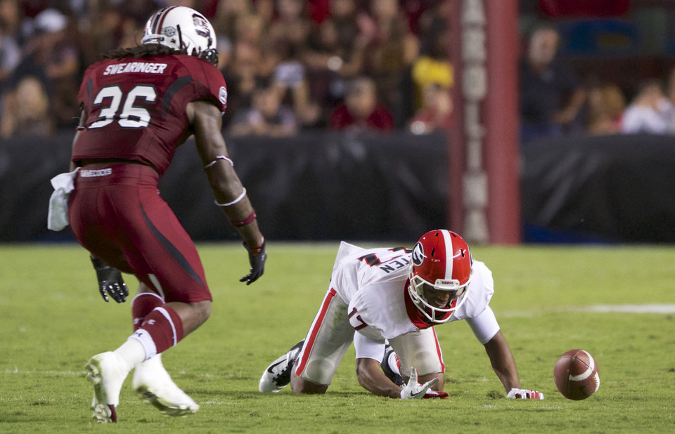 Photo -   Georgia flanker Rantavious Wooten, right drops a pass from quarterback Aaron Murray as South Carolina free safety D.J. Swearinger, left, looks on during the second quarter of an NCAA college football game at Williams-Brice Stadium in Columbia, S.C., Saturday, Oct. 6, 2012. (AP Photo/Brett Flashnick)
