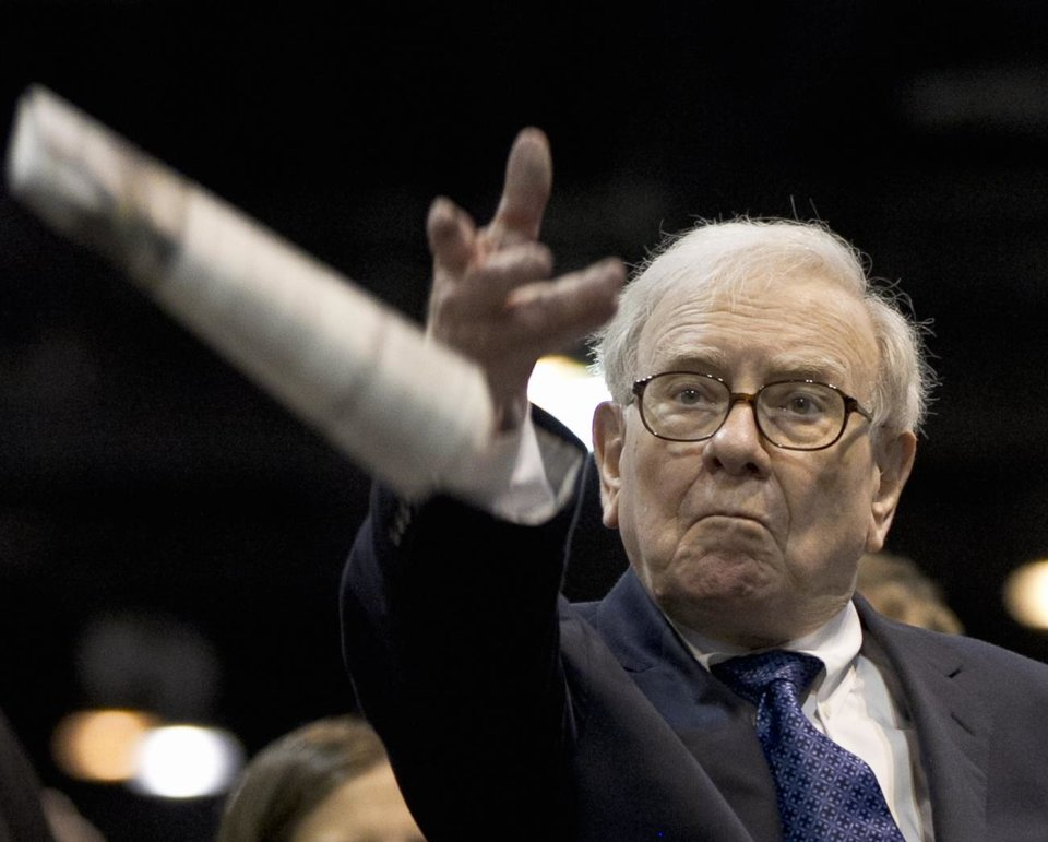 Photo -   Warren Buffett, chairman and CEO of Berkshire Hathaway tosses a newspaper during a newspaper tossing competition in Omaha, Neb., Saturday, May 5, 2012. Berkshire Hathaway is holding it's annual shareholders meeting this weekend. (AP Photo/Nati Harnik)